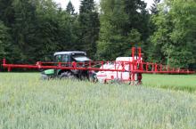 Прикачна щангова пръскачка AGS 1500 EN - Агромеханика (Словения)